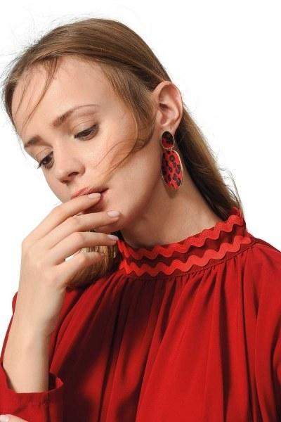 MIZALLE Patterned Oval Earrings (Red)