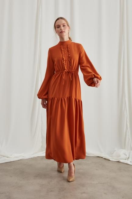 Mizalle - Dik Yaka Fırfır Detaylı Kiremit Uzun Elbise