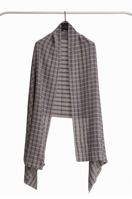 MIZALLE Plaid Shawl (Black)