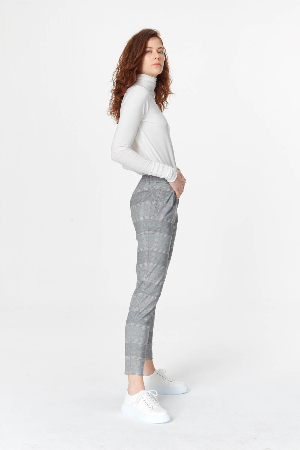 MIZALLE Narrow Leg Plaid Trousers (Grey) (1)