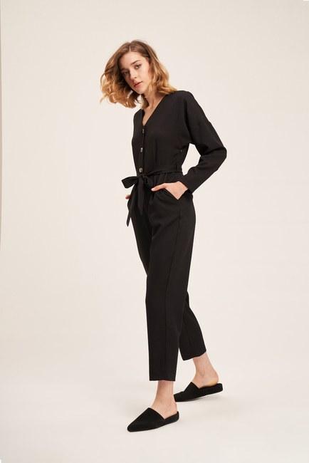 Mizalle - Buttoned Crepe Jumpsuit (Black)