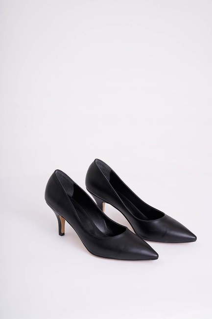 Mizalle - Heeled Pointed Toe Shoes (Black)