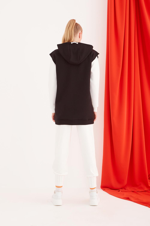Hooded Sleeveless Black Sweatshirt
