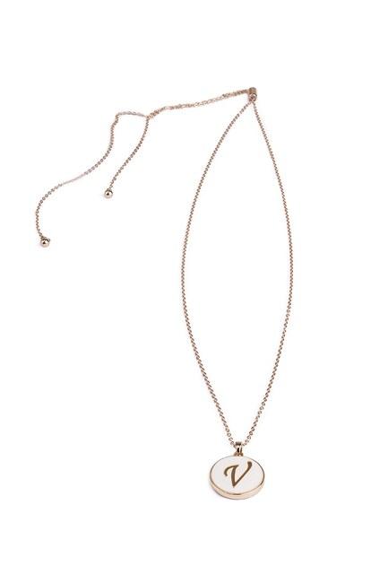 Mizalle - Letter Necklace (Letter V)