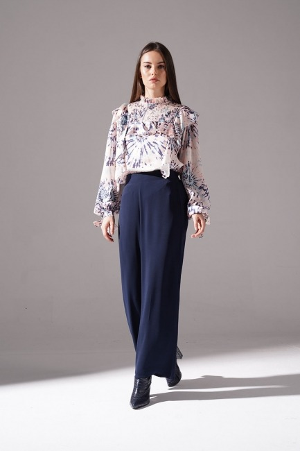Mizalle - Pleated Wide Trousers (Navy Blue)