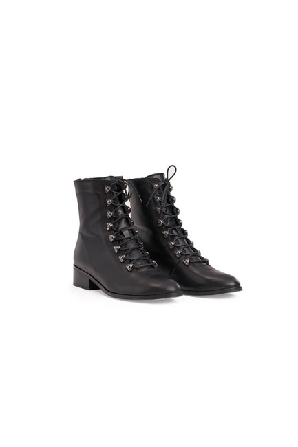 Mizalle - Postal Leather Boots (Black)