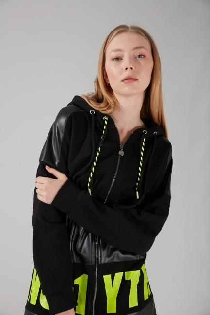 Mizalle - Printed Detailed Sweatshirt (Black)
