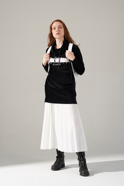Mizalle - Printed Velvet Sweatshirt (Black)