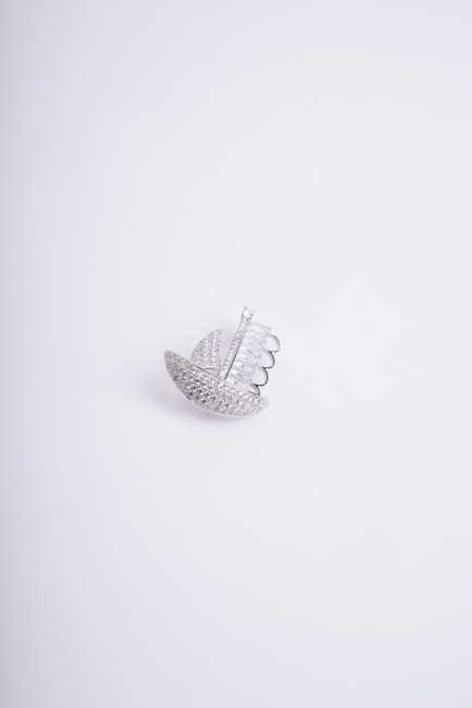 Mizalle - Sailboat Brooch (Grey)