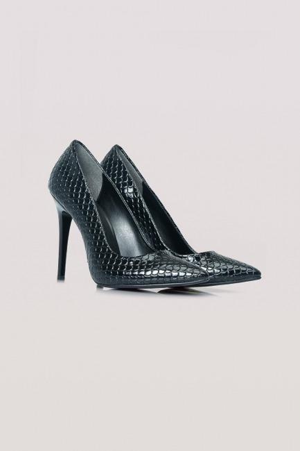 Mizalle - Shiny Thin Heeled Shoes (Black)