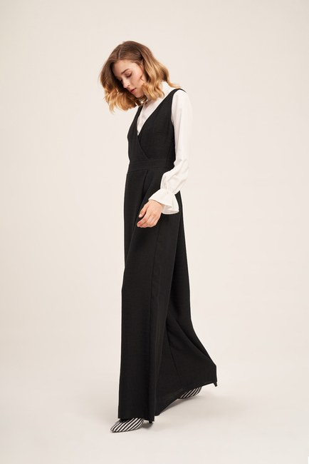 Mizalle - Sleeveless Textured Jumpsuit (Black)