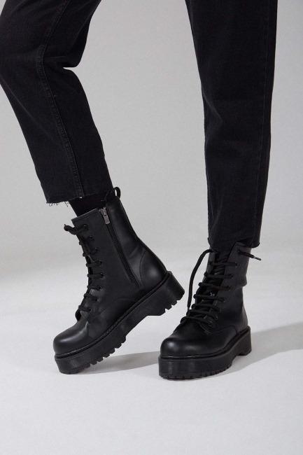 Mizalle - Thick Sole Postal (Black)