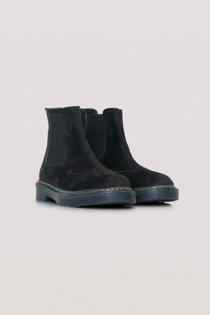 Mizalle - Thick Sole Suede Boots (Black)