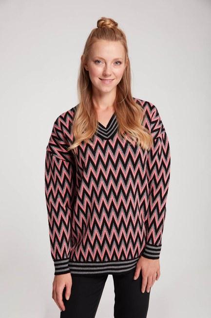 Mizalle - Zigzag Patterned V Neck Sweater (Black/Pink)