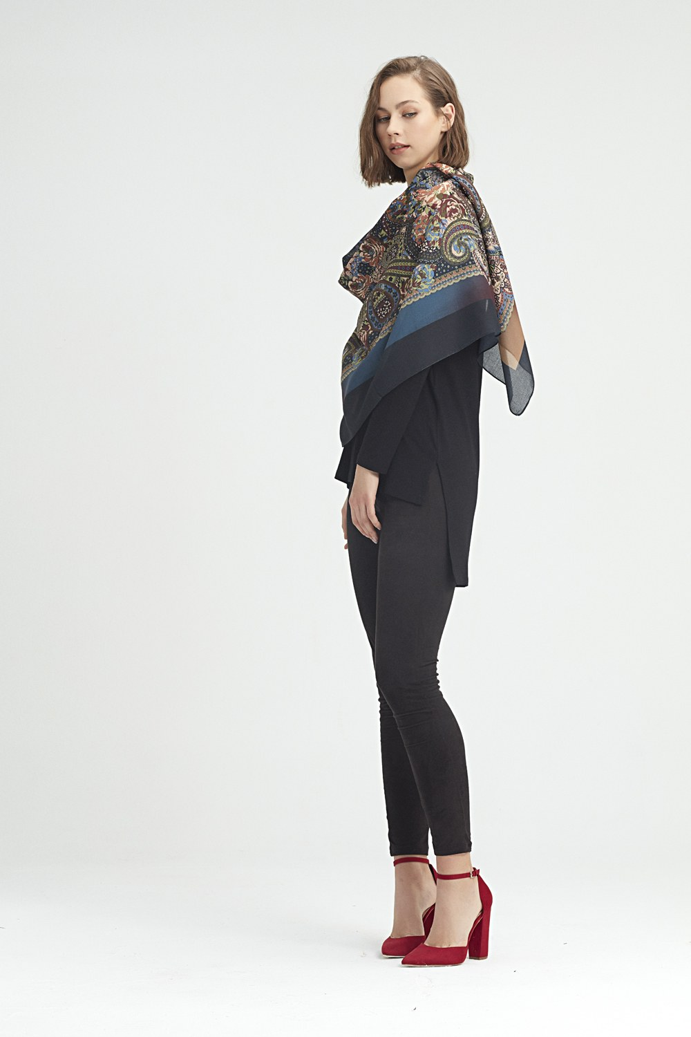 MIZALLE Scarf-Formed Shawl (Brown) (1)