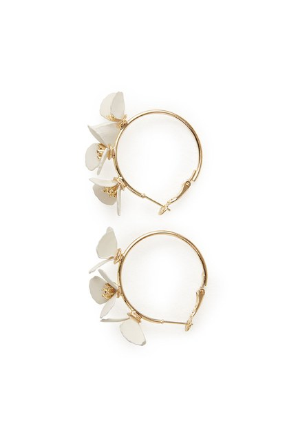 MIZALLE Flower Ring Shaped Earrings (White)