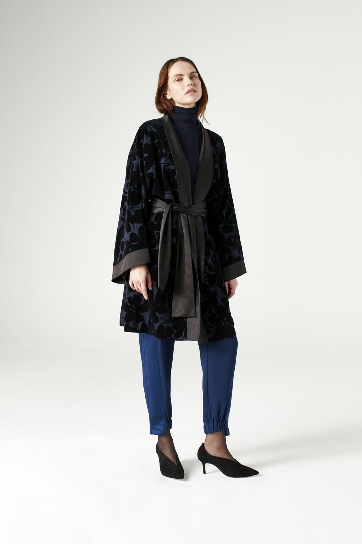 MIZALLE Garnish Kimono (Navy Blue) (1)
