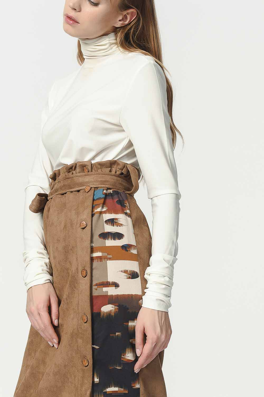 MIZALLE Garnish Suede Skirt (Tan) (1)