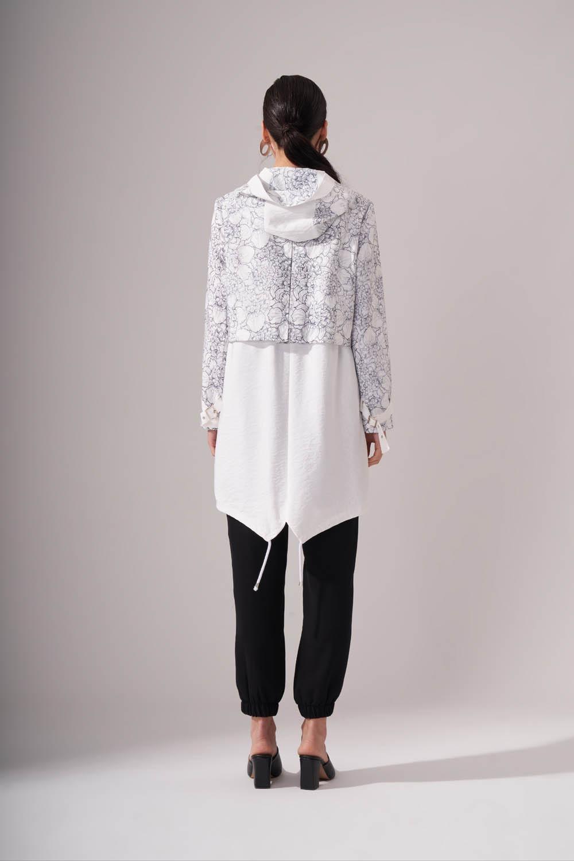 Çiçek Desenli Beyaz Trençkot