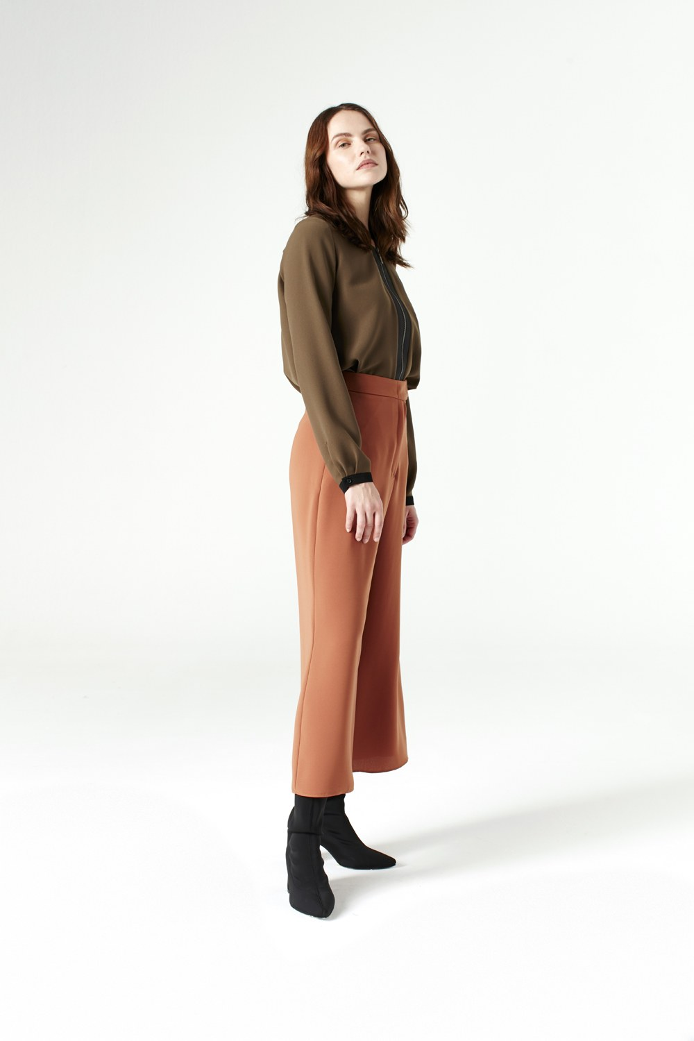 MIZALLE Wide Cut Trousers (Brick Red) (1)