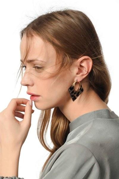 MIZALLE - Geometric Leopard Earrings (Grey) (1)