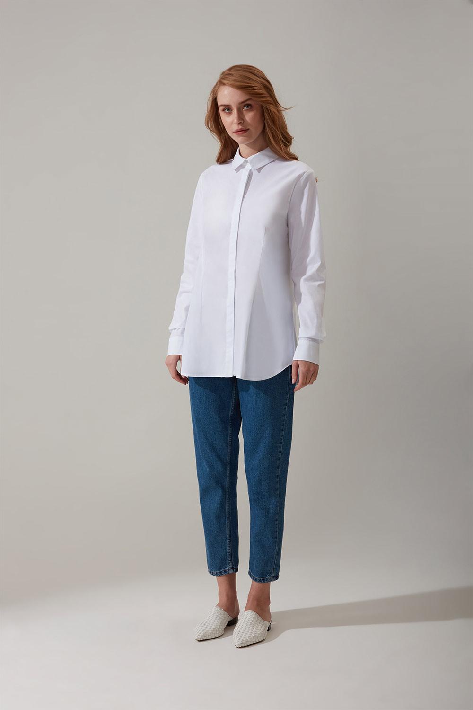 Gizli Pat Detaylı Beyaz Gömlek