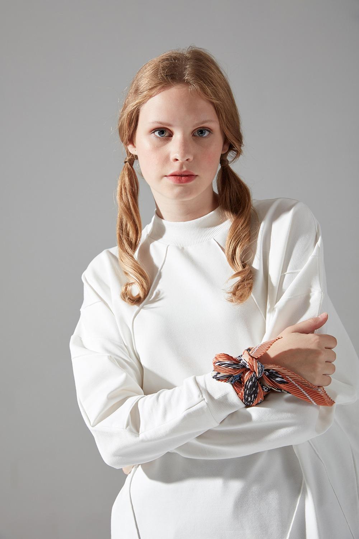 İki İplik Dikişli Ekru Sweatshirt