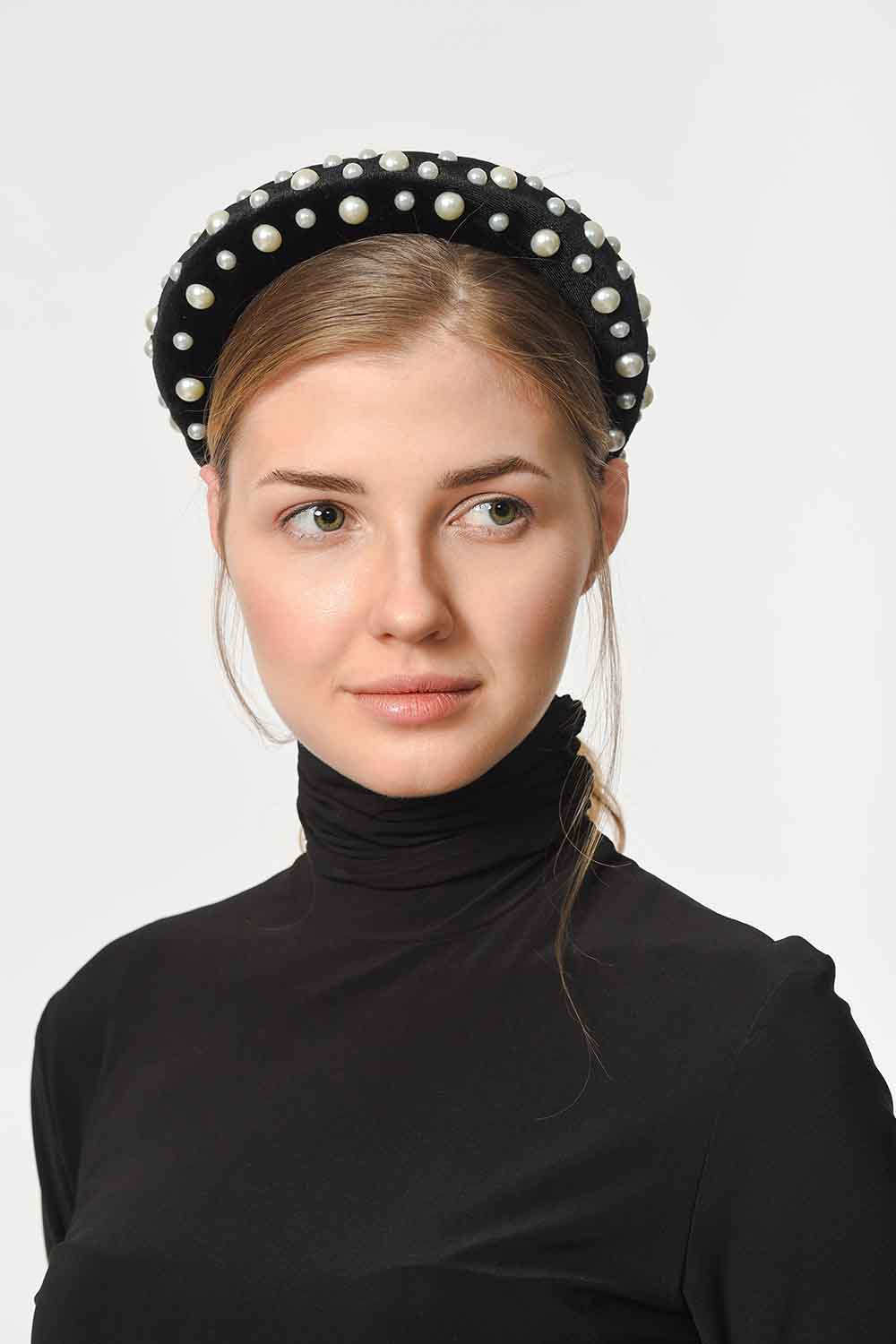 MIZALLE Pearl Detailed Hair Crown (Black) (1)