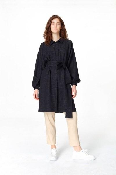 MIZALLE فستان تونك مع أنماط جاكار وحزام (أسود)