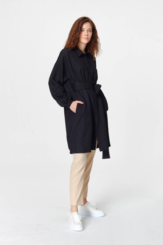 MIZALLE فستان تونك مع أنماط جاكار وحزام (أسود) (1)