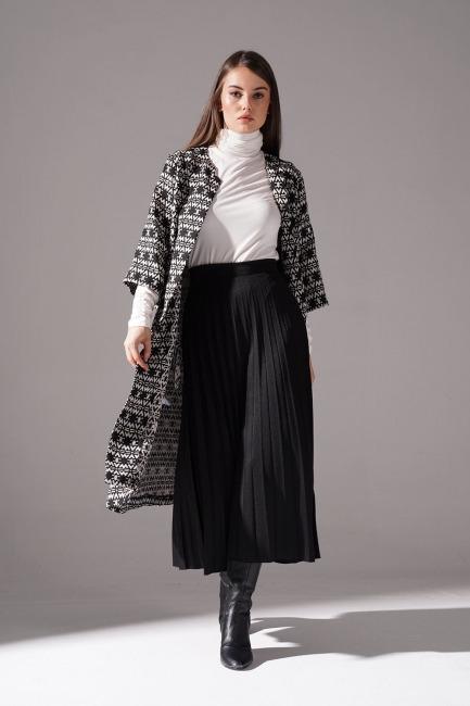 Mizalle - Jakar Desenli Uzun Kap Ceket (Siyah)