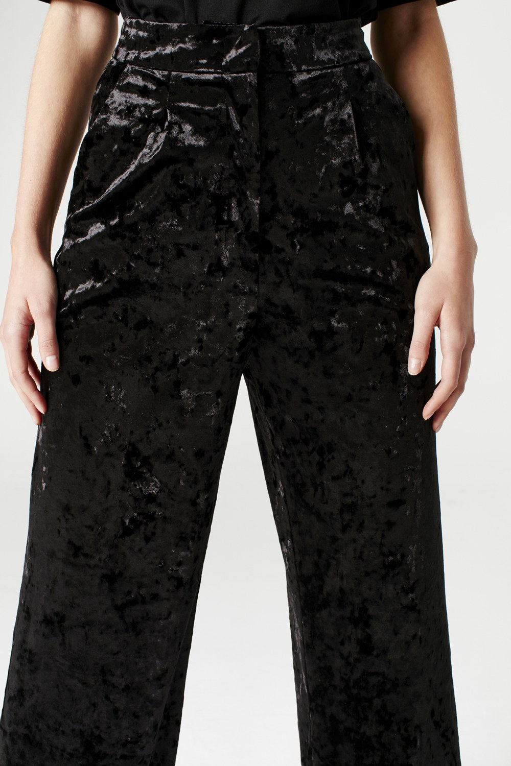 MIZALLE Velvet Trousers (Black) (1)