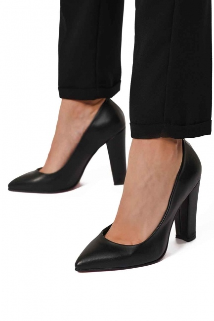 Thick Heeled Shoes (Black) - Thumbnail