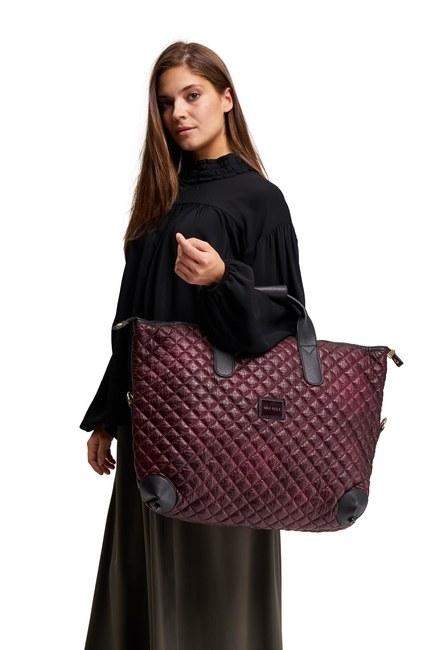 MIZALLE حقيبة كتف كبيرة مبطنة (أحمر كلاريت)