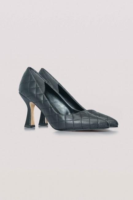 Mizalle - Kapitone Topuklu Ayakkabı (Siyah)