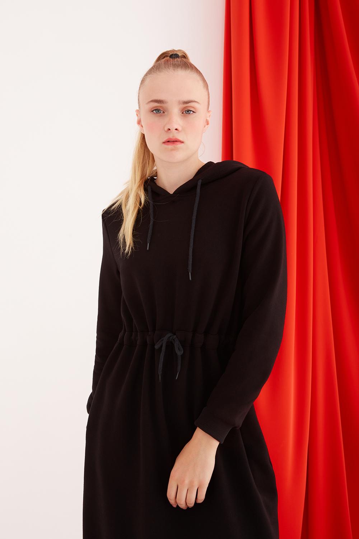 Kapüşonlu Belden Bağlamalı Siyah Spor Elbise
