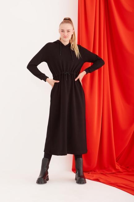 Mizalle - Kapüşonlu Belden Bağlamalı Siyah Spor Elbise