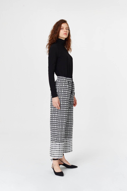 MIZALLE Kare Jakarlı Pantolon (Siyah/Beyaz) (1)