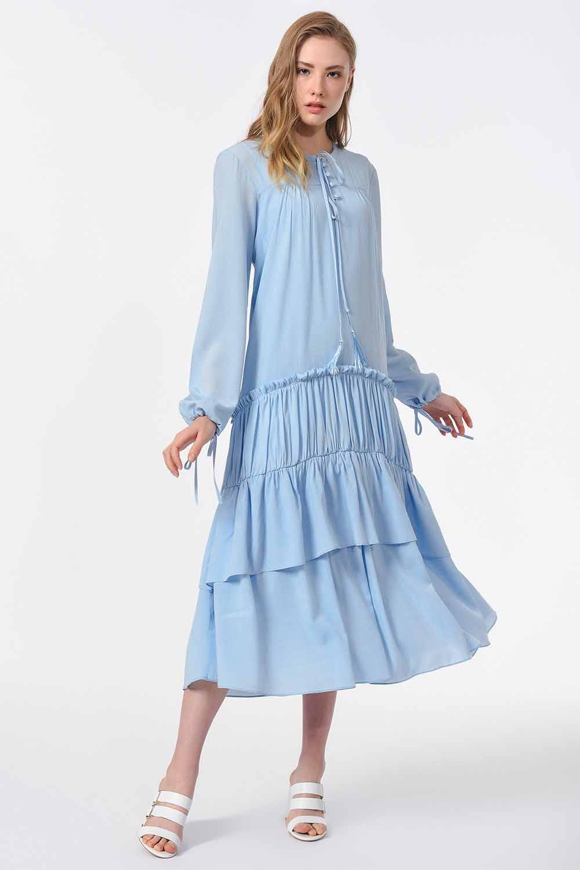 MIZALLE Kat Detaylı Uzun Elbise (Mavi) (1)