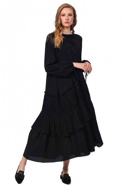 MIZALLE فستان طويل مع تفاصيل مطوية (أسود)