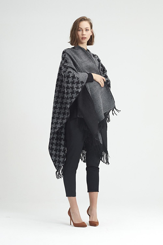 MIZALLE Goosefoot Patterned Poncho (Black) (1)