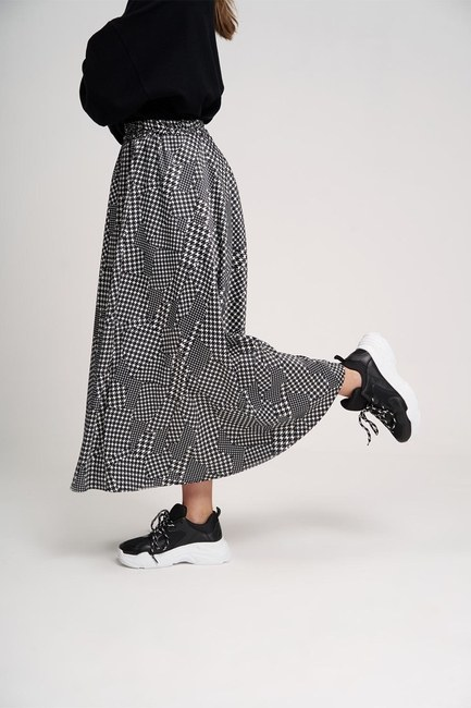 MIZALLE YOUTH - تنورة فولان مزينة بمربعات (أسود) (1)