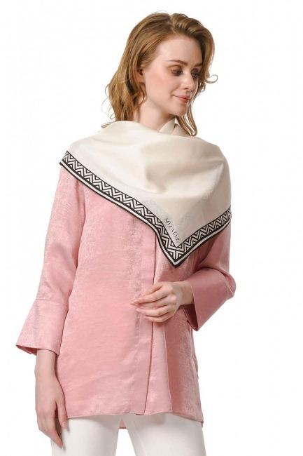 MIZALLE وشاح مربع من الحرير مع حواف نمط (عَاجِيّ)