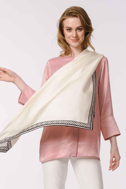 MIZALLE وشاح مربع من الحرير مع حواف نمط (عَاجِيّ) (1)