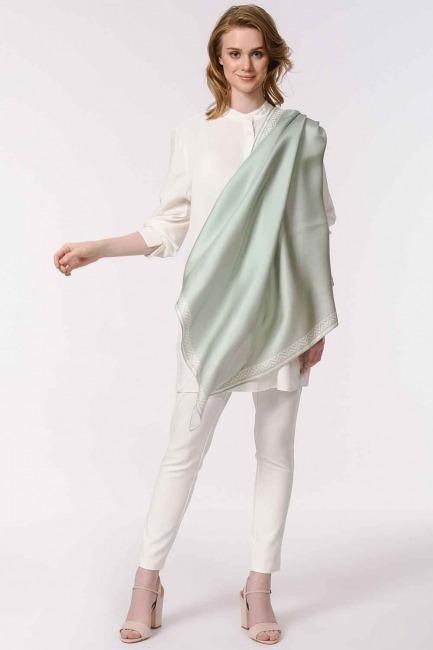 MIZALLE - وشاح مربع من الحرير مع حواف نمط (أزرق) (1)