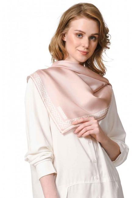 وشاح مربع من الحرير مع حواف نمط (زهري) - Thumbnail