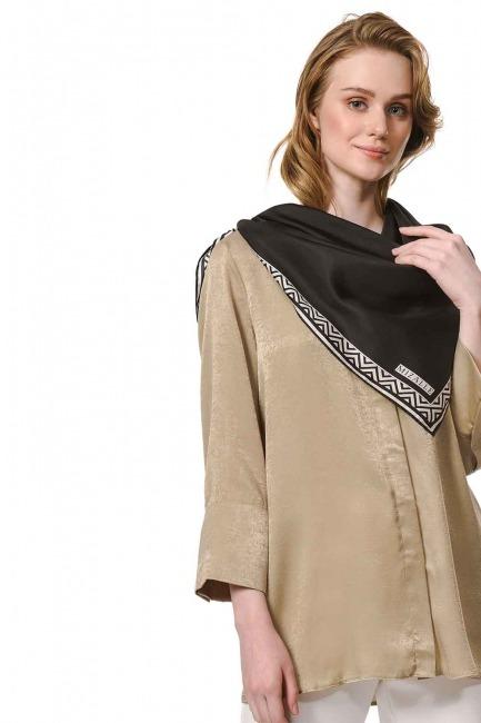 MIZALLE وشاح مربع من الحرير مع حواف نمط (أسود)