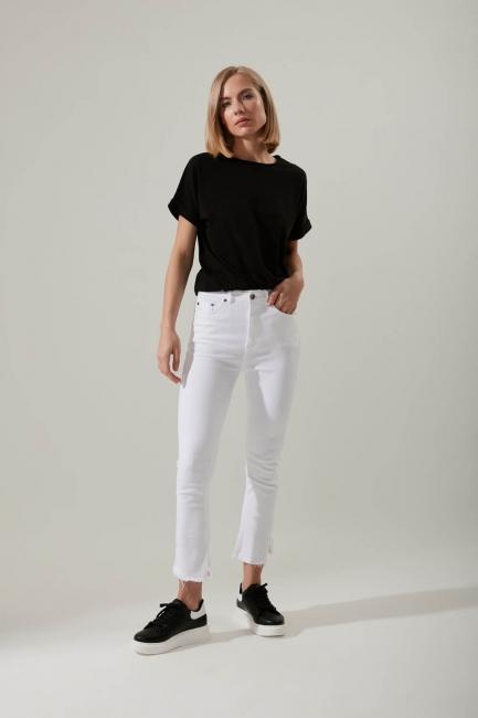 Mizalle - Kesik Paçalı Beyaz Pantolon