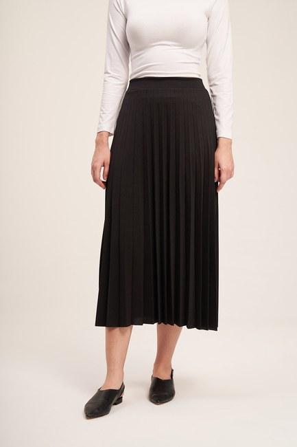 MIZALLE - Knitted Crepe Pleated Skirt (Black) (1)