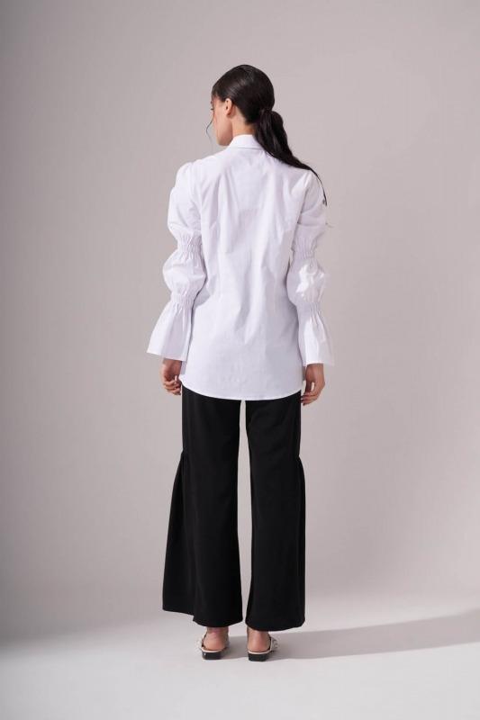 Kolları Büzgülü Beyaz Gömlek